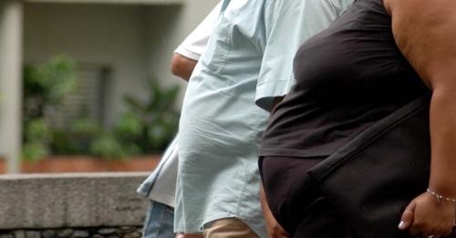 obeso-obesa-casal-de-obesos-obesidade-sedentarismo-gordos-acima-do-peso-preconceito-1345728974271_956x500