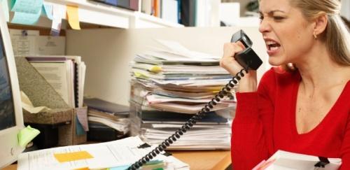 mulher-com-raiva-no-trabalho-1356531391528_615x3001