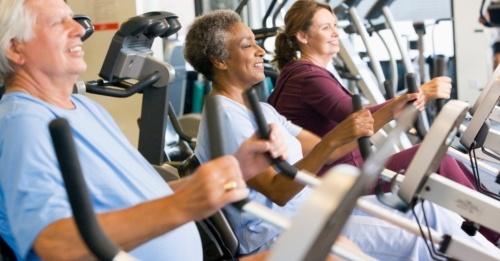 idosos-praticando-exercicio-fisico-1340387568822_956x500