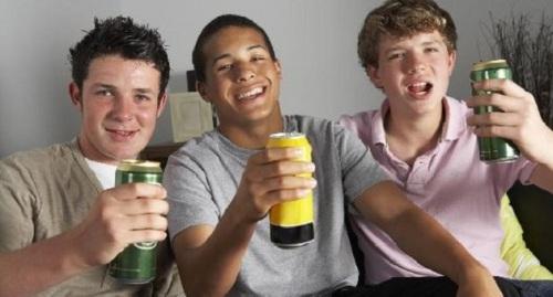 398898-jovem-bebida-alcool-20110428-size-598