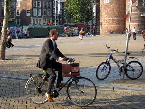 quer-pedalar-para-o-trabalho-alguns-truques-e-um-pouquinho-de-forc3a7a-de-vontade-fazem-com-que-isso-seja-possc3advel-httpcascavelbikers-blogspot-com-br
