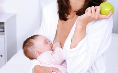627489-A-alimentação-saudável-é-essencial-para-produção-de-leite-materno.-Foto-divulgação