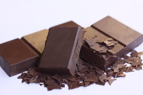 chocolates amargo e ao leite