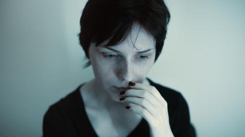 pixabay-mulher-triste-portrait-1634421_1920